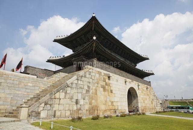 Janganmun Gate, Hwaseong Fortress, Suwon, Koreaの写真素材 [FYI01506855]