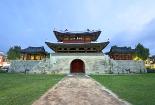 Pungnammun Gate, Jeonju, Koreaの写真素材 [FYI01506857]