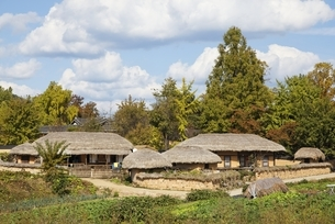 thatched houses, Hahoe Village, Gyeongsangbuk-do, Koreaの写真素材 [FYI01506904]