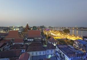 Wat Ounalom, temple, evening sky, Phnom Penh, Cambodiaの写真素材 [FYI01506921]