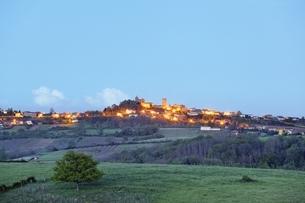 Oingt, hill-top village, Beaujolais, Franceの写真素材 [FYI01506927]
