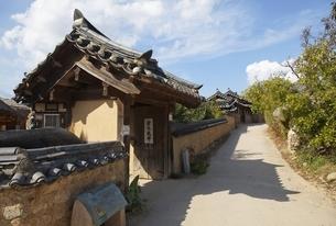 gate, Hahoe Village, Gyeongsangbuk-do, Koreaの写真素材 [FYI01506957]