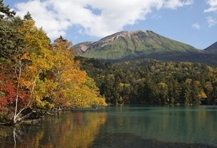 Lake Onnetoh, autumn colorsの写真素材 [FYI01506958]