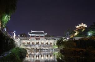 Hwahongmun Gate & Bangwa Suryujeong Pavilionの写真素材 [FYI01507048]