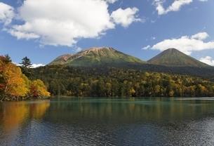 Lake Onnetoh, autumn colorsの写真素材 [FYI01507073]