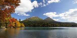 Lake Onnetoh, autumn colorsの写真素材 [FYI01507117]