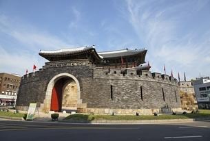 Paldalmun Gate, Suwon, Koreaの写真素材 [FYI01507162]