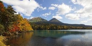 Lake Onnetoh, autumn colorsの写真素材 [FYI01507299]