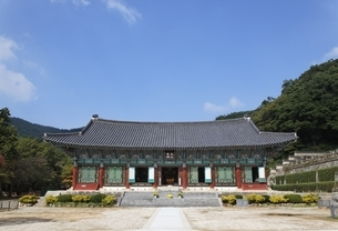 Main Hall, Geumsansa Temple, near Jeonju, Koreaの写真素材 [FYI01507365]