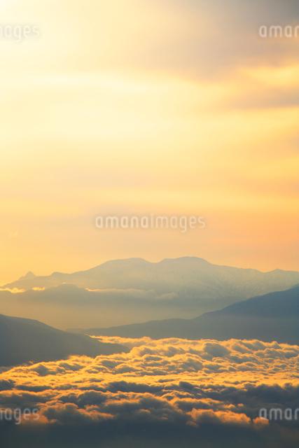 雲海と金山の写真素材 [FYI01507455]