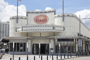 historic building, The Garage, Georgetown, Penang, Malaysiaの写真素材 [FYI01507456]