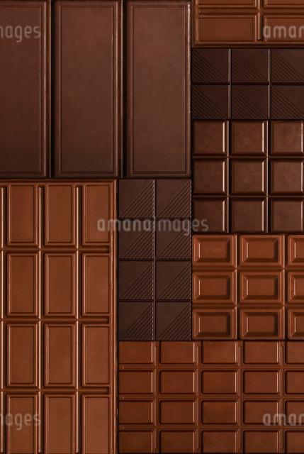 一面に敷き詰められた板チョコの写真素材 [FYI01507491]