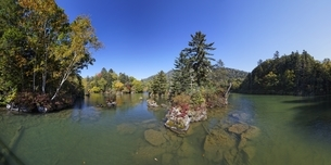 Lake Akan-ko, autumn colorsの写真素材 [FYI01507639]
