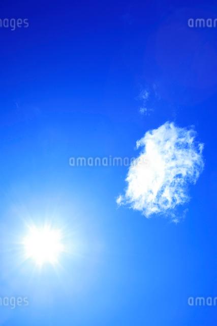 太陽と雲の写真素材 [FYI01507748]