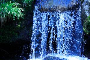 滝状の岩清水の写真素材 [FYI01507889]