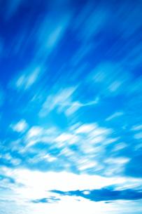 流れる雲の写真素材 [FYI01508057]