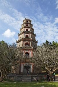 octagonal tower, Thien Mu Pagoda, Hue, Vietnamの写真素材 [FYI01508141]