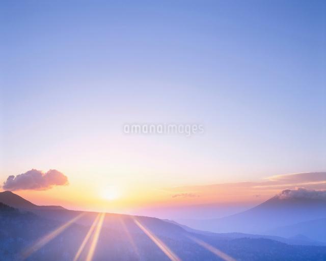 朝日と岩手山の写真素材 [FYI01508224]