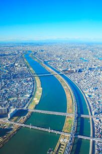 荒川と首都高速中央環状線と京葉道路と首都高速7号の写真素材 [FYI01508289]