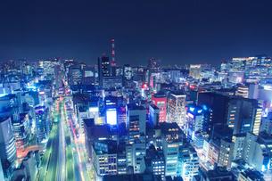 銀座など都心のビル群と東京高速道路,夜景の写真素材 [FYI01508913]