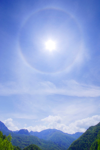 赤倉山と太陽の光冠の写真素材 [FYI01508999]