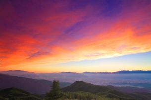 穂高連峰などの山並みと夕焼けの写真素材 [FYI01510222]