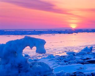 流氷と朝日の写真素材 [FYI01512042]