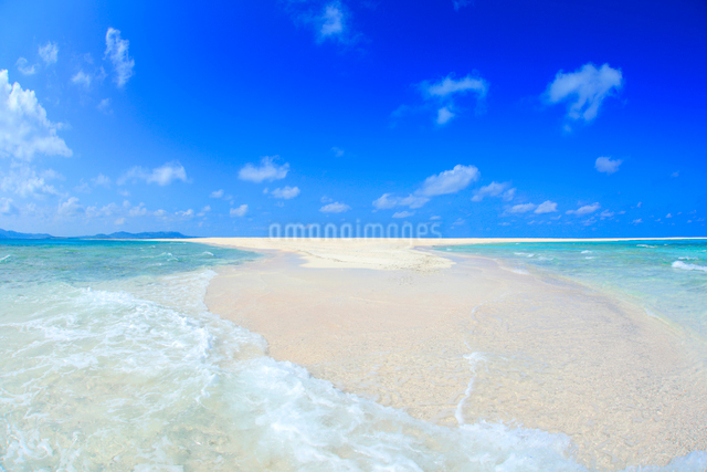 打ち寄せる波とはての浜の渚の写真素材 [FYI01512648]