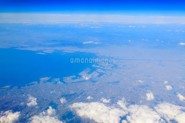 大阪湾と大阪都心部の空撮の写真素材 [FYI01512817]