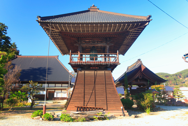 西蓮寺の鐘楼の写真素材 [FYI01514112]