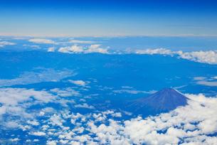 富士市南方向上空から俯瞰する富士山の写真素材 [FYI01514160]