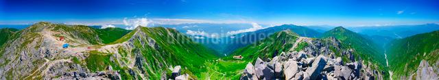 宝剣岳から望む木曽駒ヶ岳と南アルプスと千畳敷カールのパノラマの写真素材 [FYI01514681]
