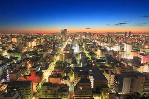 夜明けの錦糸町方向の街並の写真素材 [FYI01514789]