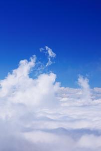 横手山から望む妙高山方向の雲海と湧く雲の写真素材 [FYI01514968]
