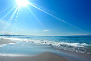 大森浜と太陽の光芒の写真素材 [FYI01516313]