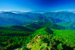 富士山と八ヶ岳と南アルプスと中央アルプスの山並みの写真素材 [FYI01516499]