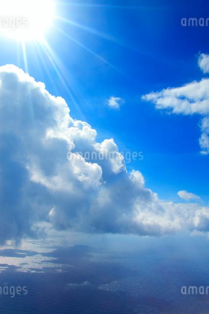 太陽と海と雲の写真素材 [FYI01516594]
