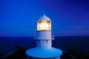 輝く室戸岬灯台の写真素材 [FYI01516768]