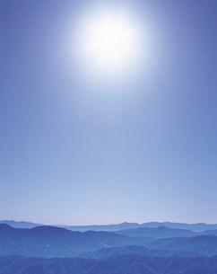山並みと太陽の写真素材 [FYI01517492]