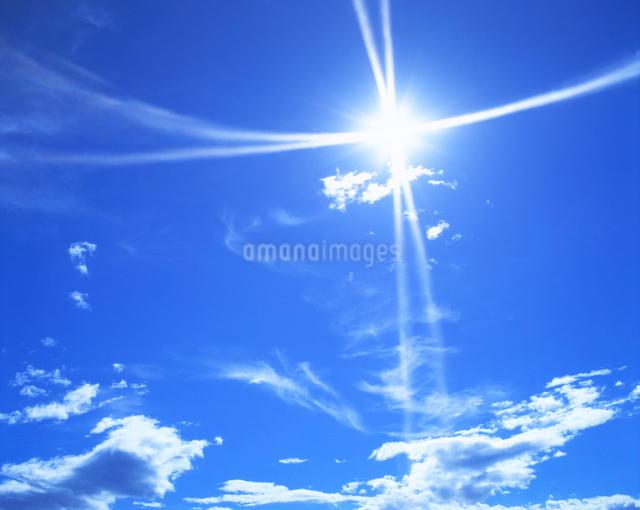 太陽と雲の写真素材 [FYI01517569]