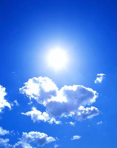 太陽と雲の写真素材 [FYI01517833]