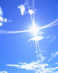 太陽と雲の写真素材 [FYI01517907]