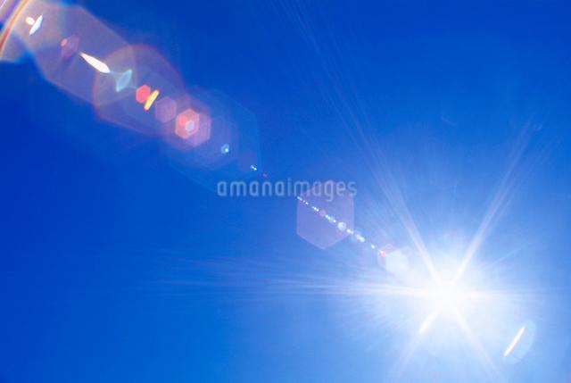太陽とレンズ効果の写真素材 [FYI01518084]