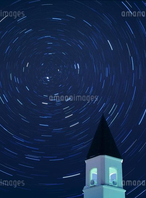 美馬牛小学校の塔と日周運動の写真素材 [FYI01518350]