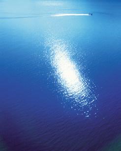 空撮  光る海の写真素材 [FYI01518468]
