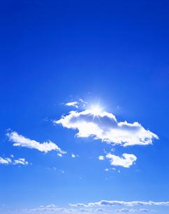 わた雲と太陽の写真素材 [FYI01518587]