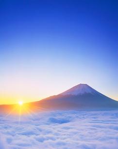 雲海と富士山と朝日の写真素材 [FYI01518604]
