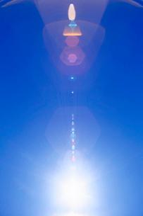 太陽とレンズ効果の写真素材 [FYI01519044]