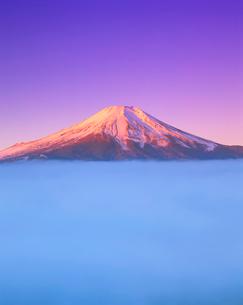 雲海と紅富士の写真素材 [FYI01519060]
