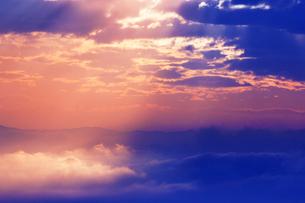 雲海と光芒 朝の写真素材 [FYI01520617]